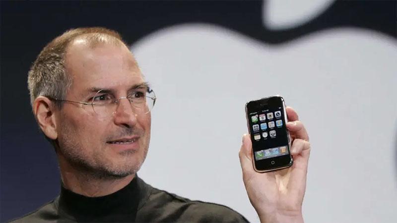 Steve Jobs nói rằng điện thoại phải nhỏ và nhẹ