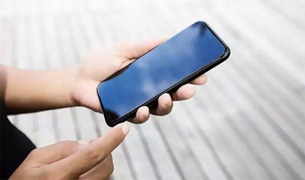 Củ sạc hoặc dây sạc bị hỏng khiến iPhone không vào nguồn